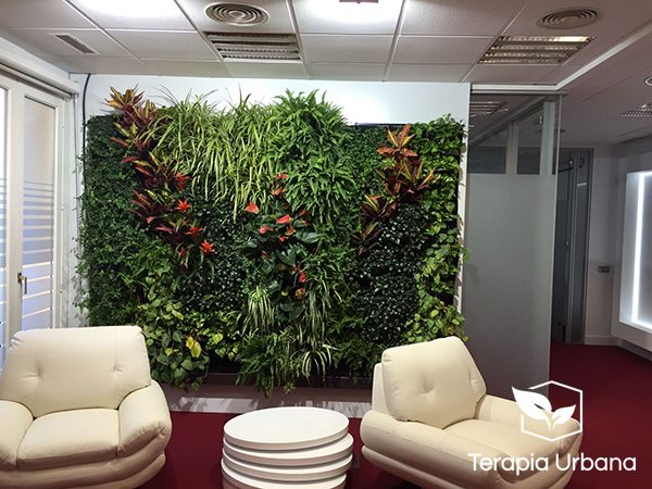 jardn vertical en oficinas questra world